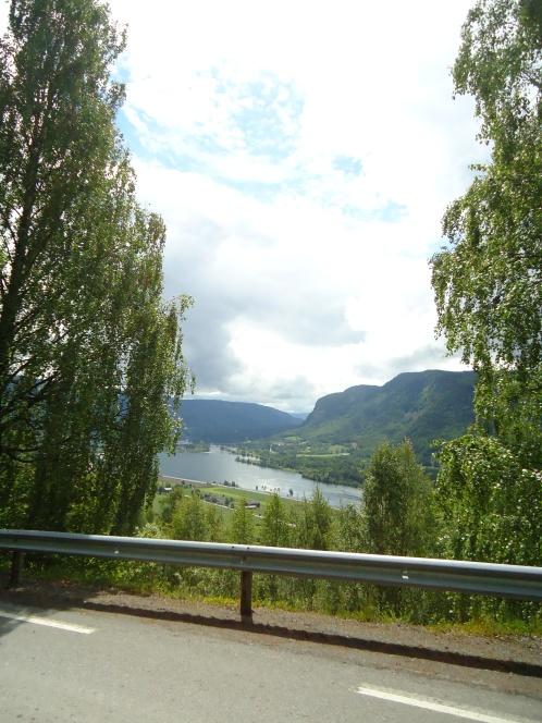 Utsikt over Jemnefjorden sørover, Øyer.