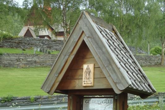 Informasjonstavlen til Gildesvollen Pilegrimsherberge.