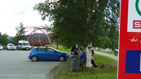 Pause utenfor SPAR i Meldal.
